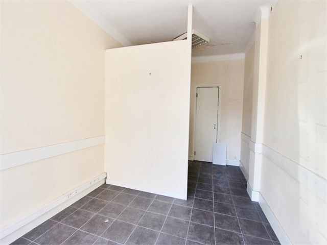 Rental empty room/storage Annecy 546€ CC - Picture 2