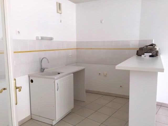 Location appartement Marseille 3ème 680,85€ CC - Photo 3