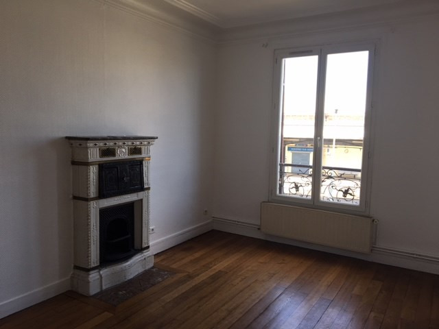 Location appartement Asnieres 940€ CC - Photo 2