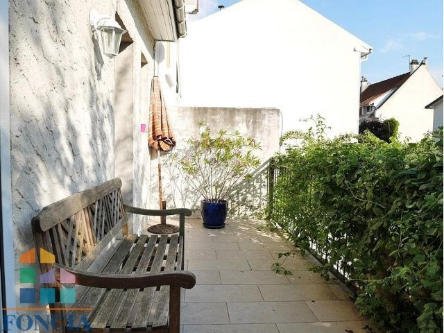 Location maison / villa Suresnes 2 740€ CC - Photo 2