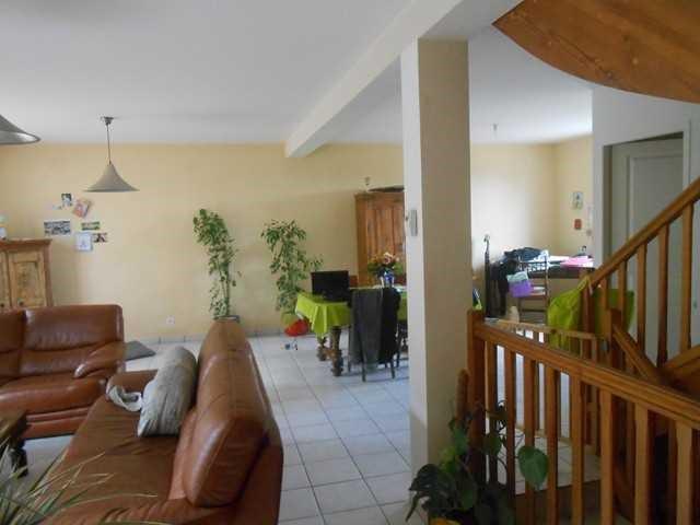 Rental house / villa Saint-genest-lerpt 930€ CC - Picture 3