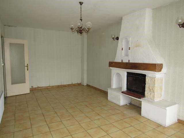 Sale house / villa Saint jean d'angely 132750€ - Picture 2