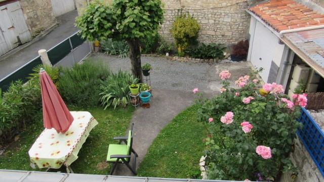 Sale house / villa Saint-jean-d'angély 169600€ - Picture 2