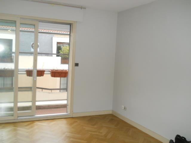 Location appartement Lyon 6ème 777€ CC - Photo 2