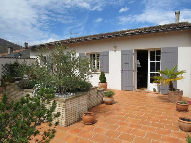 Sale house / villa Saint jean d'angely 241 500€ - Picture 1