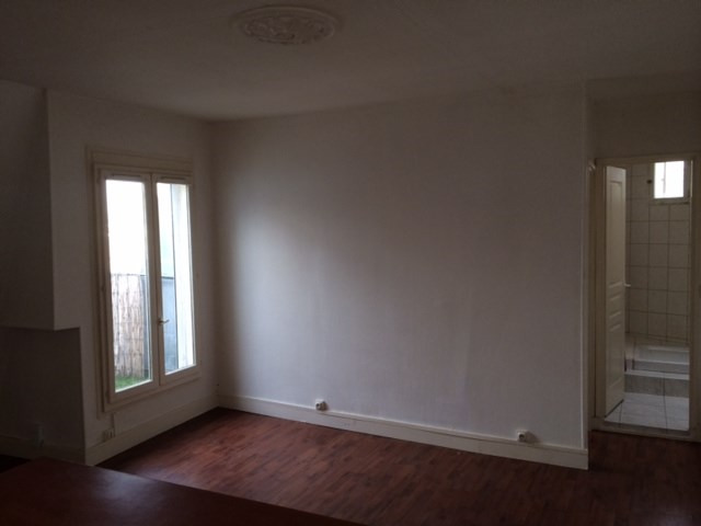 Rental apartment Paris 10ème 950€ CC - Picture 2