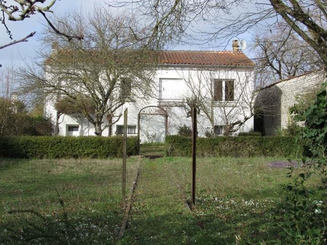 Sale house / villa Matha 90750€ - Picture 1