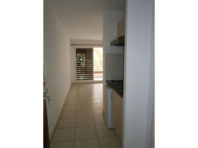 Location appartement St denis 347€ CC - Photo 2