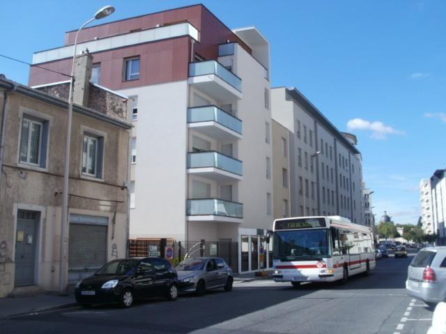 Rental apartment Lyon 8ème 802€ CC - Picture 1