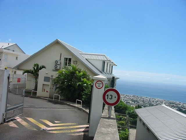 Location appartement St denis 546€ CC - Photo 1