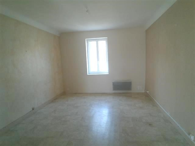 Location appartement St etienne des oullieres 410€ CC - Photo 1