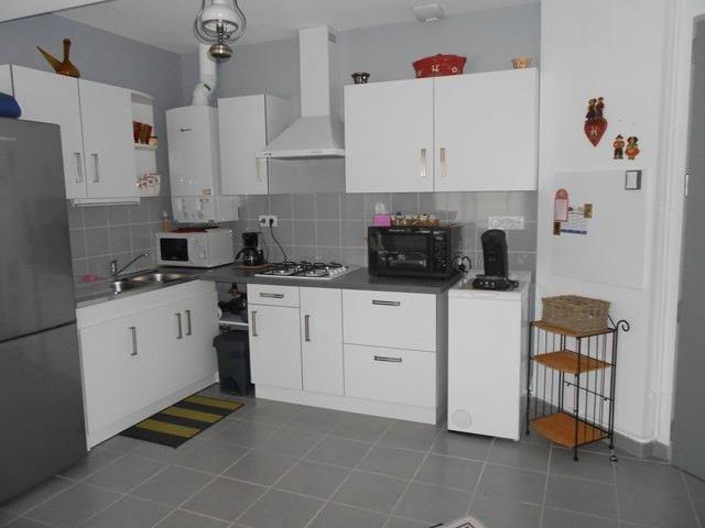 Locação apartamento Saint-genest-lerpt 688€ CC - Fotografia 2