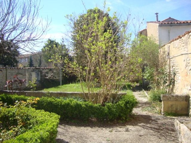 Vente maison / villa Saint-jean-d'angély 85500€ - Photo 2
