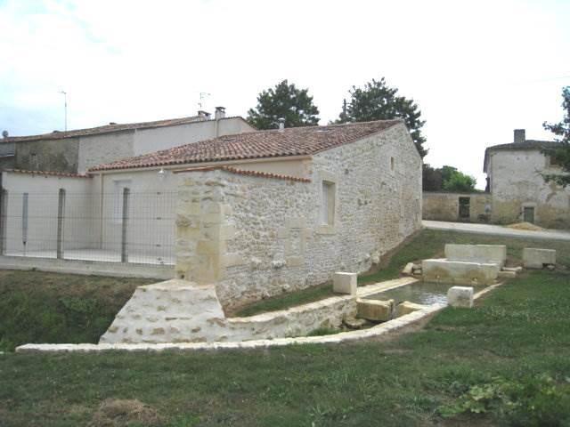 Rental house / villa Burie 550€ CC - Picture 1