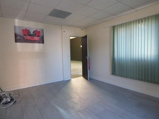Location local commercial Conflans-sainte-honorine 2075€ HT/HC - Photo 4