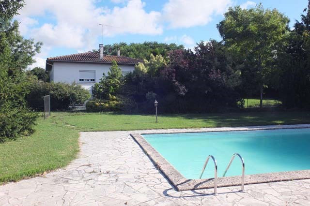 Sale house / villa La vergne 169600€ - Picture 2