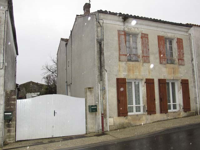Sale house / villa Loulay 72000€ - Picture 2
