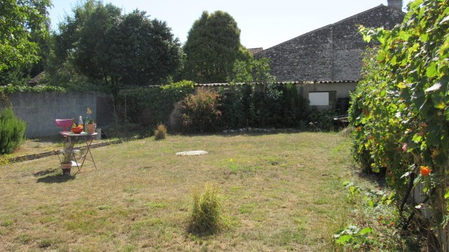 Sale house / villa Saint-jean-d'angély 80 250€ - Picture 2