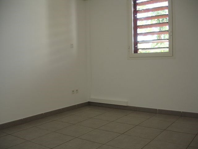 Location appartement Ste clotilde 566€ CC - Photo 4