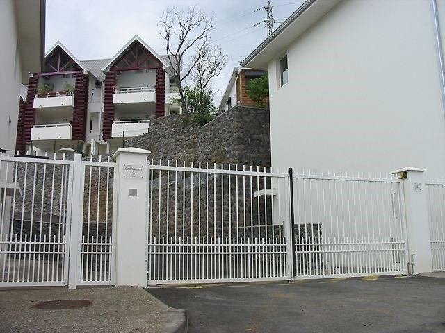 Location appartement Ste clotilde 363€ CC - Photo 1