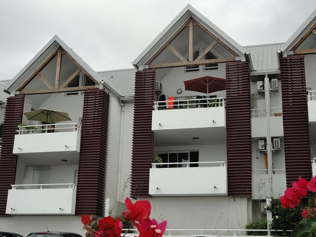 Location appartement Ste clotilde 566€ CC - Photo 1