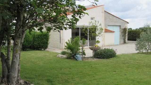 Vente maison / villa Villeneuve-la-comtesse 243800€ - Photo 2