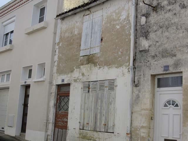 Vente maison / villa Saint-jean-d'angély 17250€ - Photo 1
