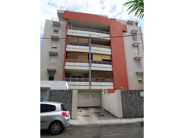 Location appartement St denis 588€ CC - Photo 1