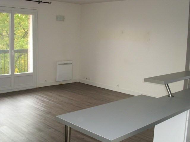 Rental apartment Maurepas 809€ CC - Picture 2