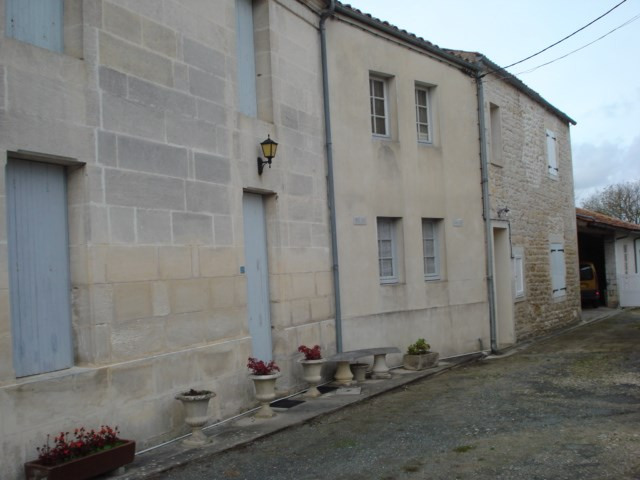 Sale house / villa Bords 238500€ - Picture 1
