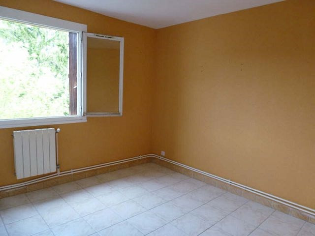 Rental apartment St uze 395€ CC - Picture 5