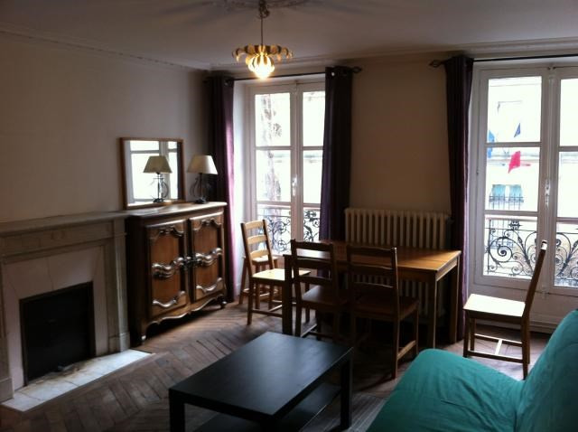 Location appartement Paris 6ème 1 730€ CC - Photo 1