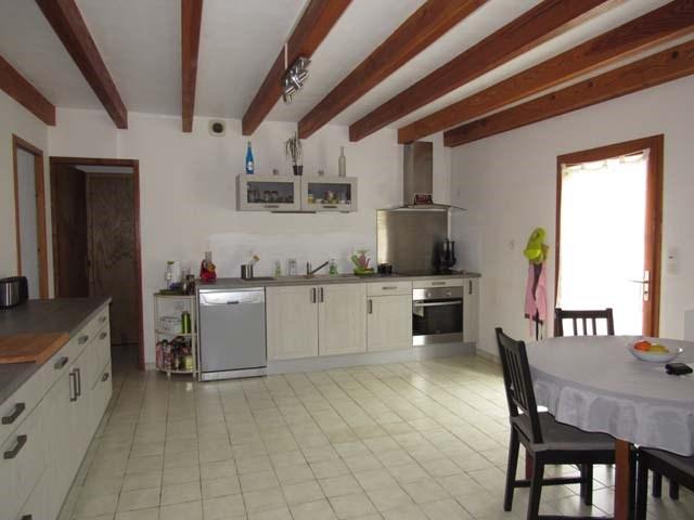 Sale house / villa Saint-jean-d'angély 150600€ - Picture 2
