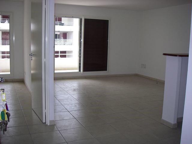 Location appartement St denis 570€ CC - Photo 2