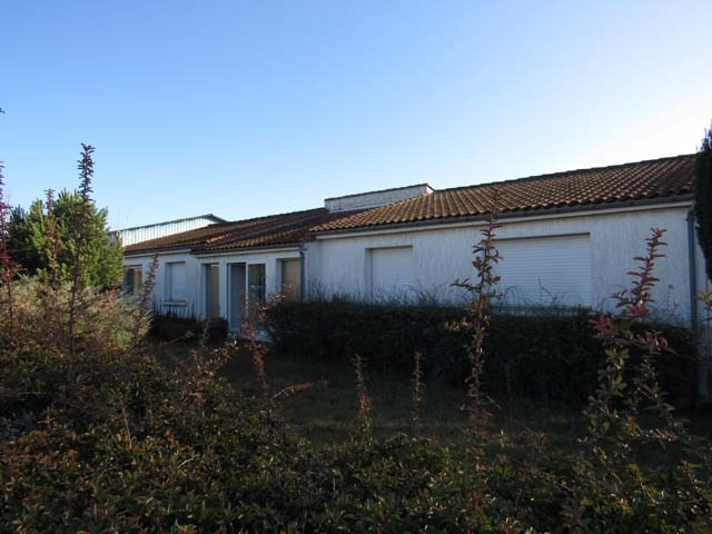 Sale house / villa Saint-jean-d'angély 233200€ - Picture 2