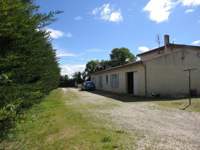 Sale house / villa Vervant 238500€ - Picture 2