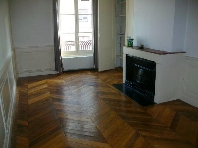 Location appartement Lyon 2ème 1062€ CC - Photo 2