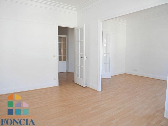 Location maison / villa Suresnes 2 266€ CC - Photo 2