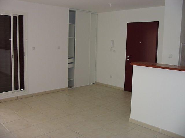 Location appartement St denis 552€ CC - Photo 2