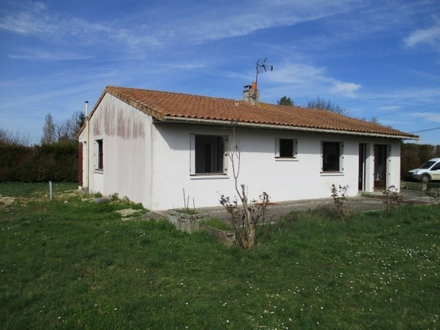 Sale house / villa Loulay 111800€ - Picture 1