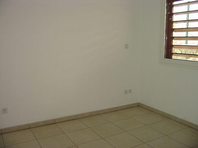 Location appartement Ste clotilde 784€ CC - Photo 3