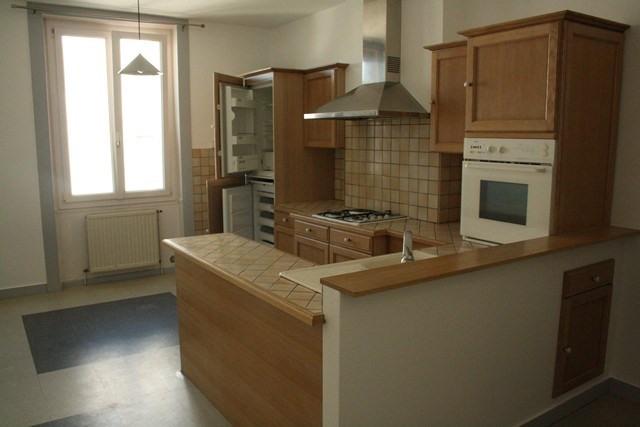 Affitto appartamento Saint-genest-lerpt 378€ CC - Fotografia 1
