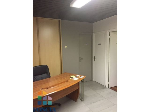 Location local commercial Saint-étienne 530€ CC - Photo 1