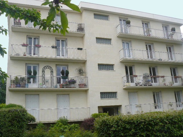 Rental apartment Chambourcy 1130€ CC - Picture 1
