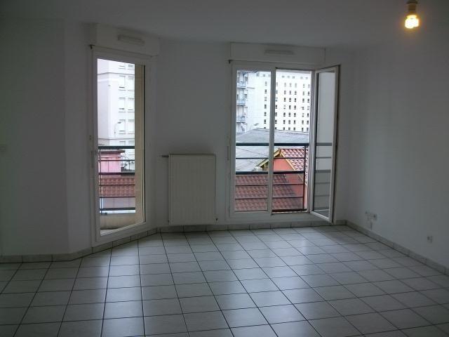 Location appartement Lyon 3ème 922€ CC - Photo 1