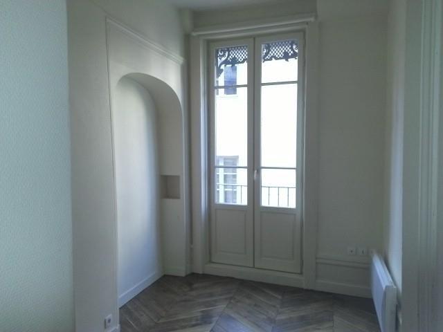 Location appartement Lyon 2ème 954€ CC - Photo 2
