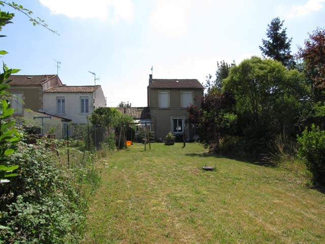 Sale house / villa Saint-jean-d'angély 122 475€ - Picture 2