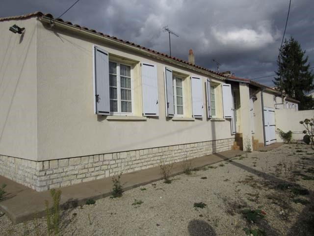 Vente maison / villa Villeneuve-la-comtesse 137300€ - Photo 2