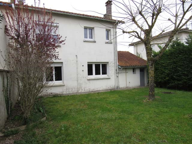 Sale house / villa Saint-jean-d'angély 96 000€ - Picture 1