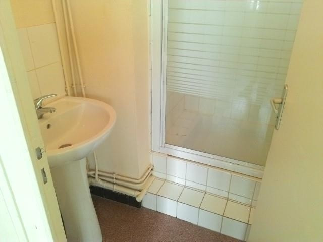 Location appartement Lyon 3ème 430€ CC - Photo 3